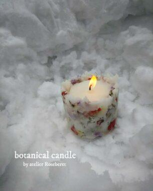 雪でつくったような質感とお花が散りばめられたボタニカルキャンドルです。 中は、植物性のソイワックスを使用、こっくりカラーが人気のワックス。 灯すとランタンのようなやさしい明りが癒しの空間を作り出します