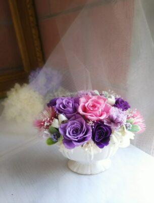 古希のお祝いにと、オーダーにてつくらせていただいた紫のプリザーブドフラワー。 紫は落ち着いたカラー人気があります。